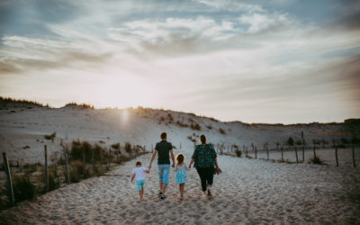 Séance famille à l'océan dans les Landes